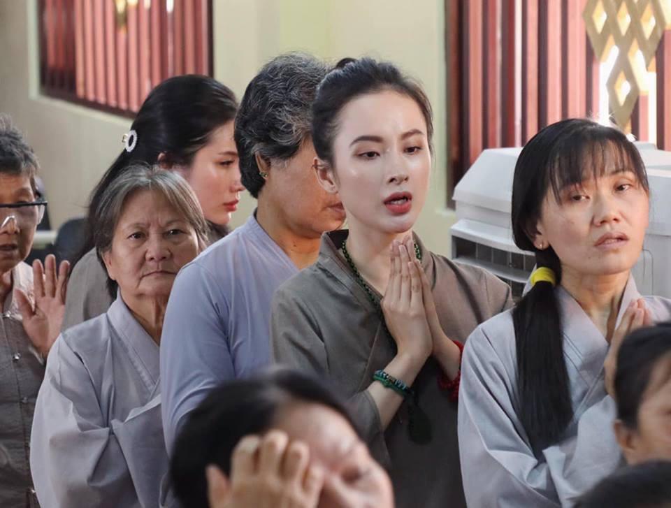 Không còn nghiện khoe thân, Angela Phương Trinh tuổi 24 đẹp nền nã trong bộ đồ phật tử
