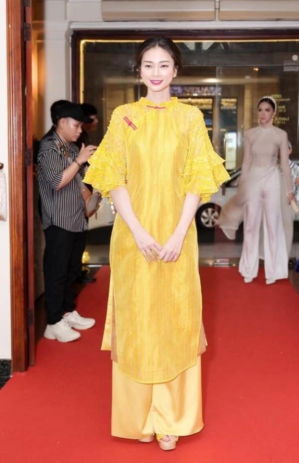 Hương Giang đẹp xuất sắc đóng giả Cô Ba Sài Gòn với áo dài 'mỏng tang quyết tâm 'thả thính cưa đổ CĐM