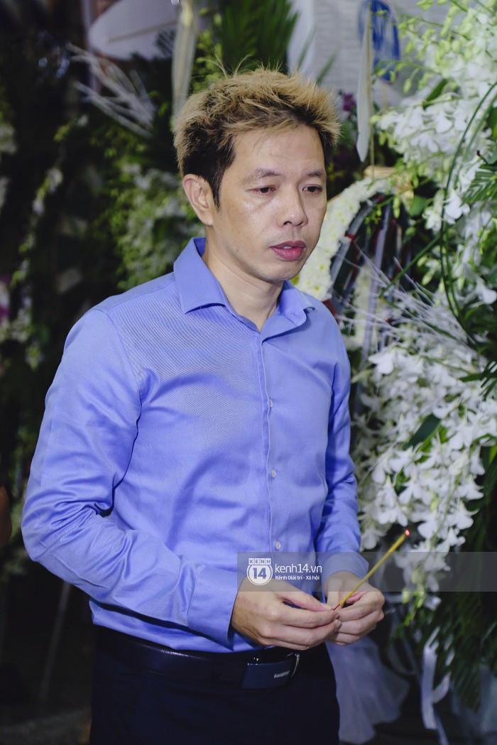 Thái Hòa, Bảo Anh và bạn bè nghệ sĩ đến chia buồn trong đêm cuối tang lễ của mẹ Diễm My