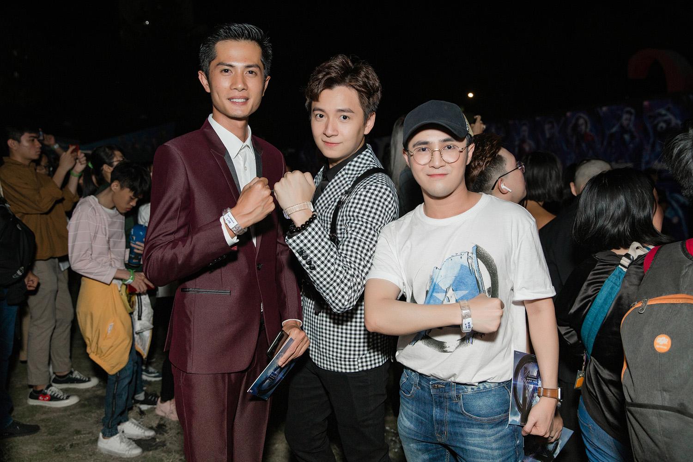 """Diễn viên hài Huỳnh Lập thích thú trò chuyện rôm rả cùng cầu thủ Quang Hải trên thảm đỏ """"Avengers: Endgame"""""""