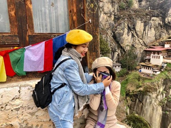 Ốc Thanh Vân – Mai Phương giải thích hộ từ bạn thân: Vượt qua nghịch cảnh, dắt tay nhau đi du lịch, rồi có lúc òa khóc như hai đứa trẻ