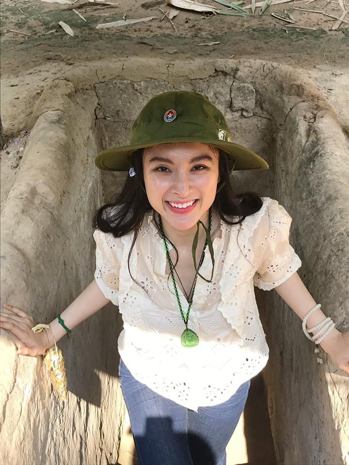 LẠ ĐỜI CHƯA: Bỏ qua mọi thú vui, Angela Phương Trinh - Nhã Phương nghỉ lễ ở những địa điểm cực kỳ khó tin
