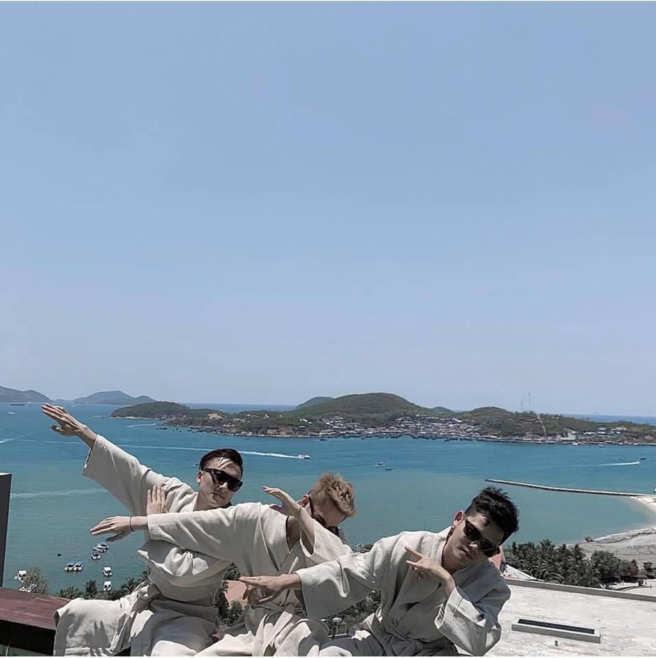 Mải mê du lịch lên rừng xuống biển, Sơn Tùng bị fan hú hét: Comeback đi anh, đừng ham chơi nữa!