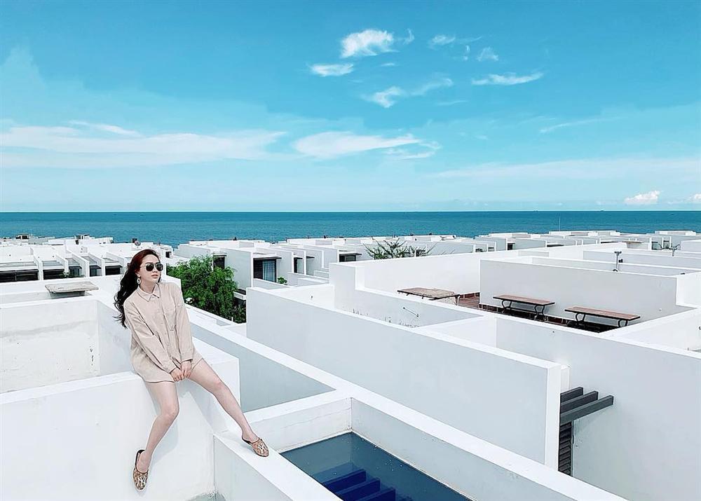 Không còn thả thính online, Ngô Kiến Huy bất ngờ xác nhận là vợ chồng với BB Trần