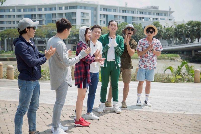 Dàn Running Man Việt khoe ảnh thân thiết nhưng CĐM chỉ chú ý vào cái tay của  BB Trần và Ngô Kiến Huy
