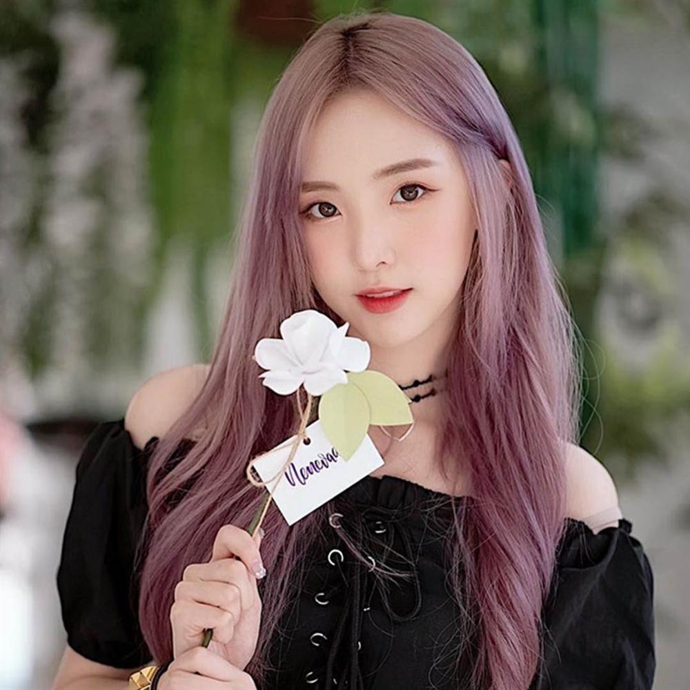 5 hot girl ngoại quốc nổi đình đám ở Việt Nam nhờ xinh đẹp, gợi cảm