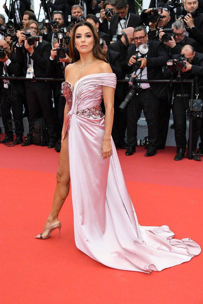 Thảm đỏ LHP Cannes 2019: Selena bức thở với vòng 1 khủng, Ella Fanning như bà hoàng bên dàn siêu mẫu Victorias Secret