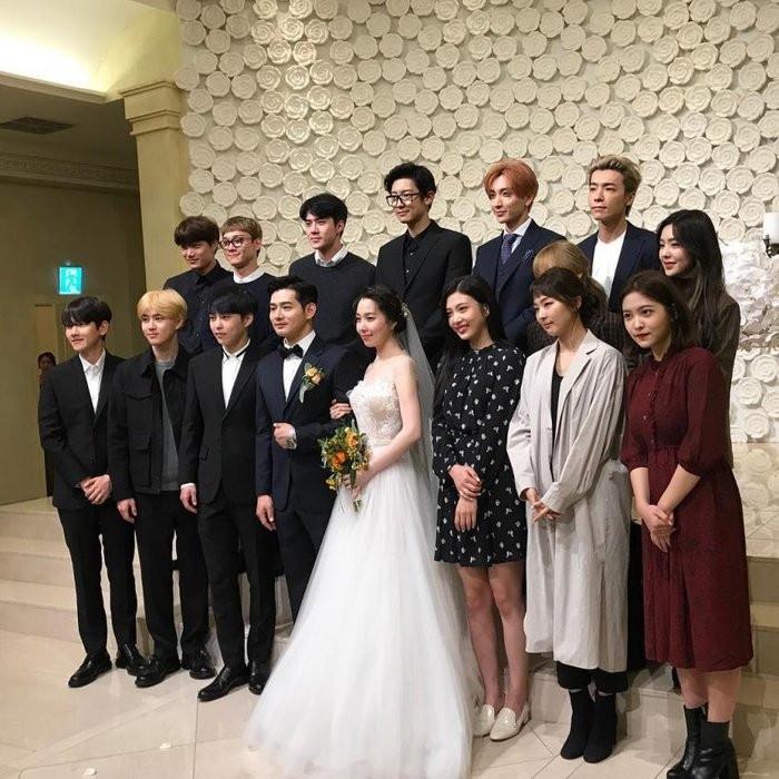 Sao nam Hàn Quốc dự đám cưới: BTS diện đơn giản, Kwang Soo chọn suit nổi bật hơn chú rể