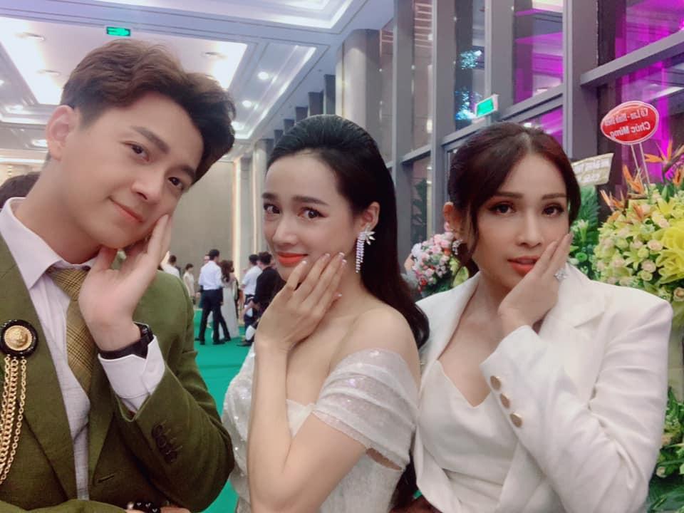 """Ngô Kiến Huy hát live hit cũ cực ngọt, bất ngờ chạm mặt Khổng Tú Quỳnh trước tình huống """"dở khóc dở cười"""" này!"""