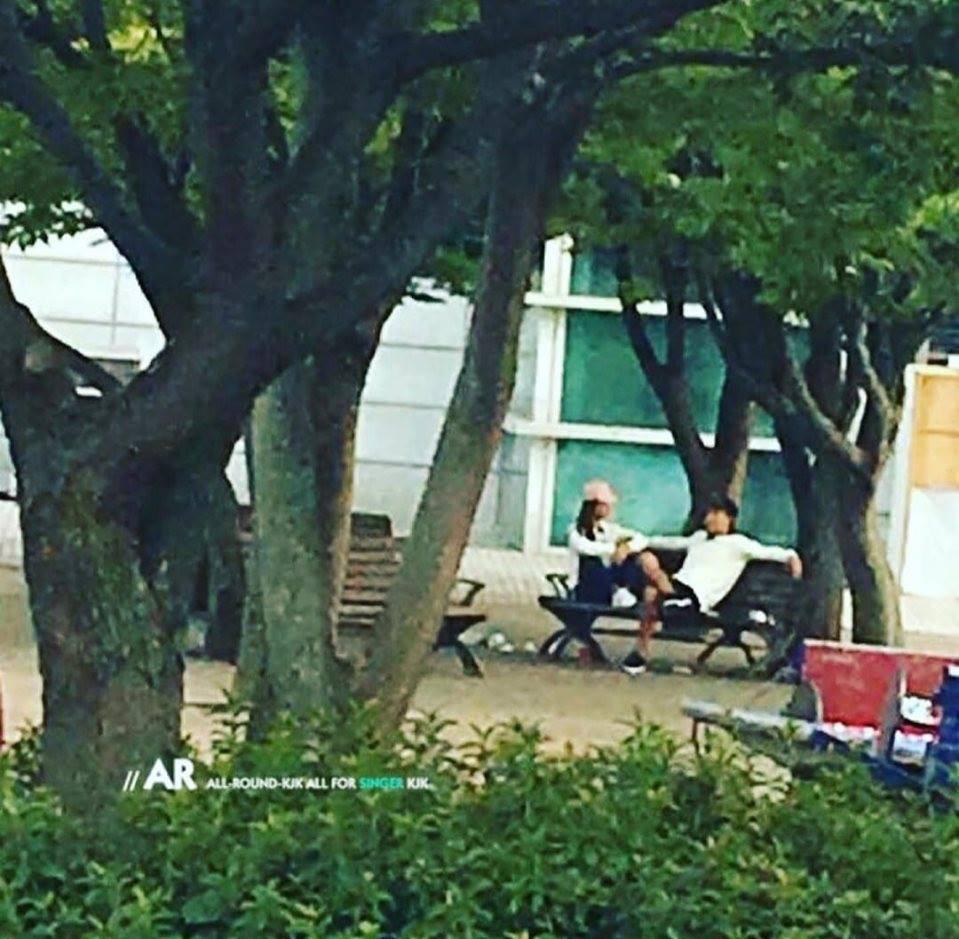 Lộ ảnh Kim Jong Kook và Song Ji Hyo hẹn hò ở công viên, công sức fan chèo thuyền cũng được đền đáp