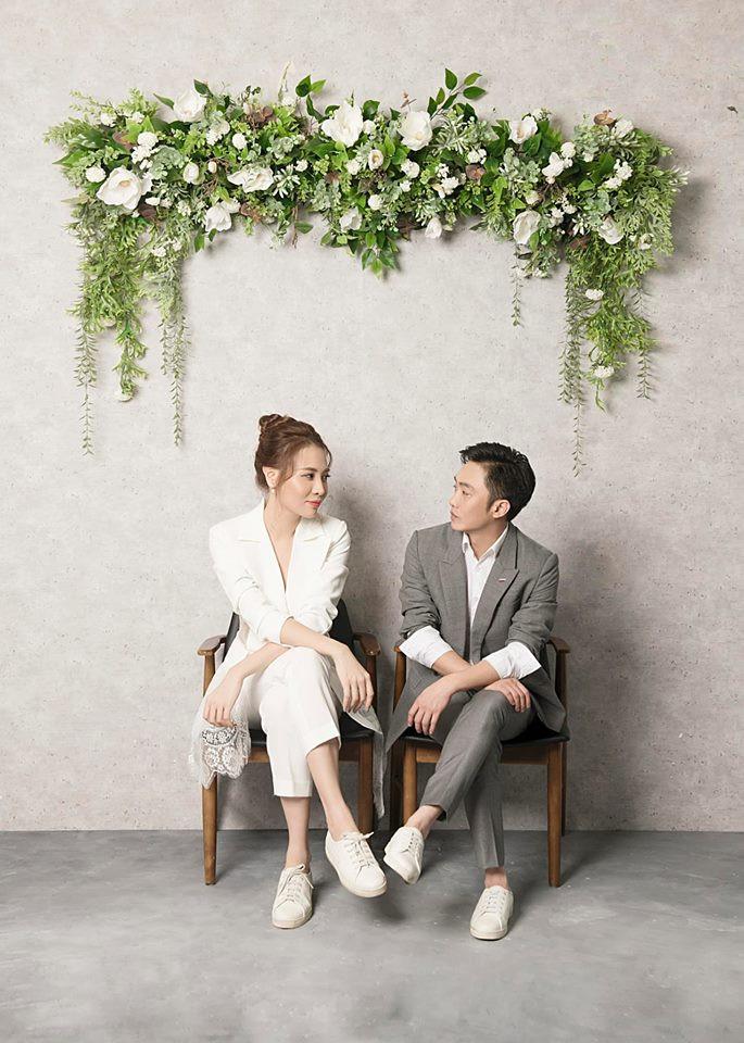 Không cần chờ đợi nữa, Đàm Thu Trang chính thức hé lộ hình ảnh mặc váy cưới đẹp tinh khôi