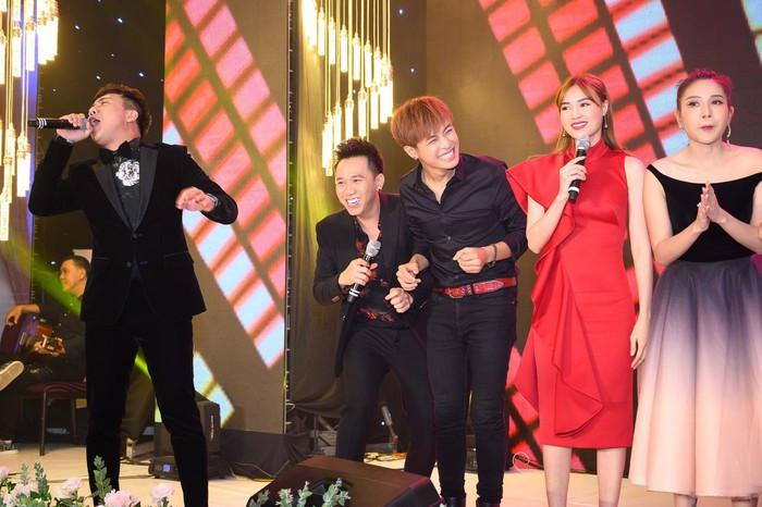 Dàn sao Việt quẩy nhiệt tình trong đám cưới của đạo diễn trăm tỷ Nhất Trung