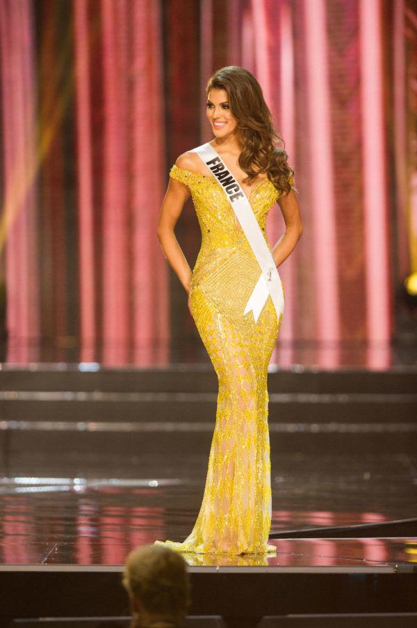 HOT: Đầm vàng tạo hit của HHen Niê được bình chọn là trang phục đẹp nhất lịch sử Miss Universe