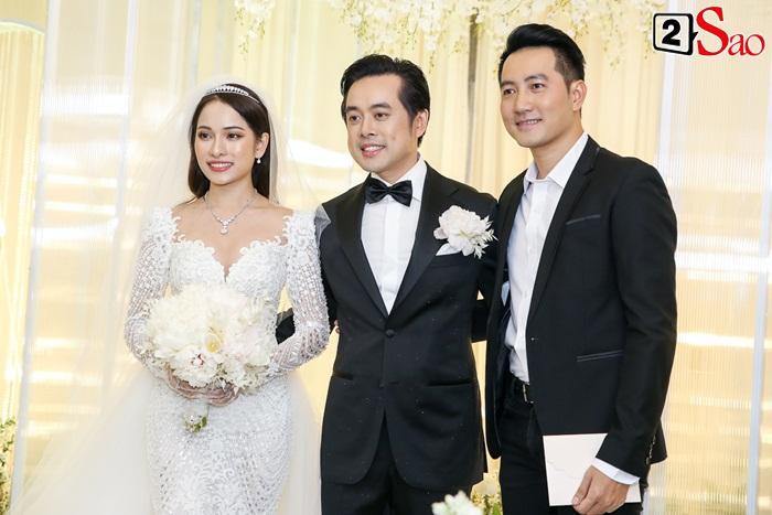 Chơi lớn như Hồ Ngọc Hà: Mang theo từ bố mẹ, anh chị, bạn trai đến con cái đi ăn cưới Dương Khắc Linh