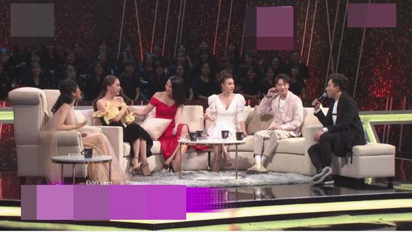 Hoa hậu Hương Giang cãi lời nhà thiết kế, tự biến tấu váy áo và đây là cái kết