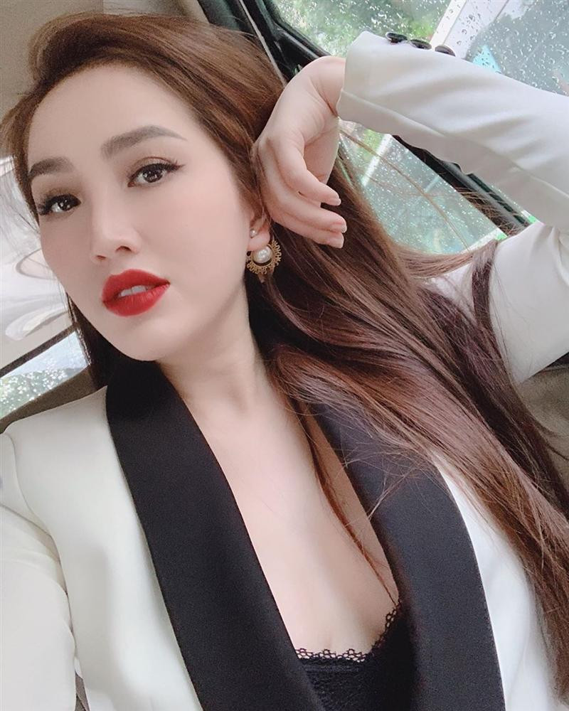 Sau ồn ào ly hôn Tim, bỗng nhiên Trương Quỳnh Anh bất ngờ thú nhận mê gái