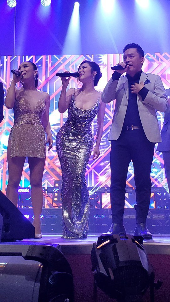 Hương Tràm hát live giữa hàng ngàn khán giả Mỹ, fan đăng ảnh dìm hàng và đây là phản ứng bất ngờ của nữ ca sĩ