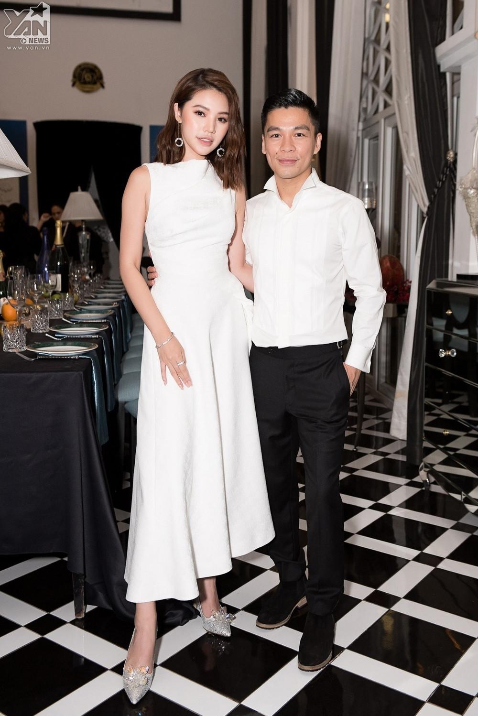 Dàn sao Việt khủng lộng lẫy đổ bộ show của NTK Adrian Anh Tuấn