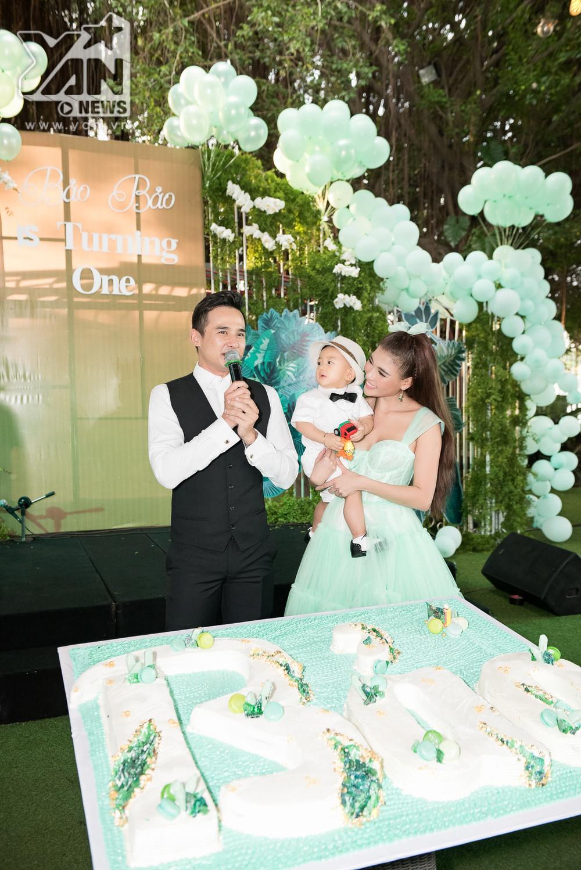 Vợ chồng Lương Thế Thành - Thúy Diễm tổ chức sinh nhật 1 tuổi cho quý tử hoành tráng