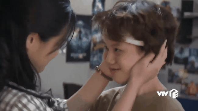 """""""Mắt xanh môi đỏ má hồng"""", bất ngờ Ánh Dương tỏ tình với bố của Bảo nhưng cái kết lại đau lòng thế này!"""