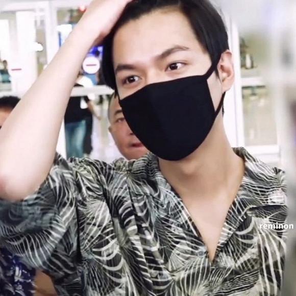 Lee Min Ho mặc đồ như đi du lịch biển nhưng mọi sự chú ý lại dồn vào chiếc nhẫn đeo ở ngón áp út