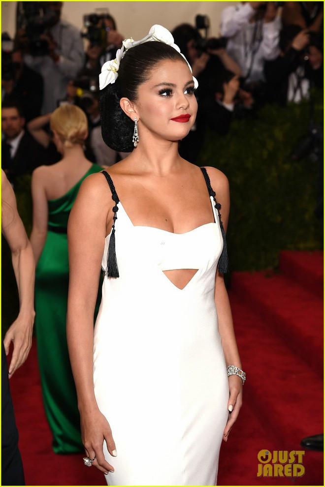 Hành trình nhan sắc 12 năm lên xuống như tàu lượn siêu tốc của Selena Gomez