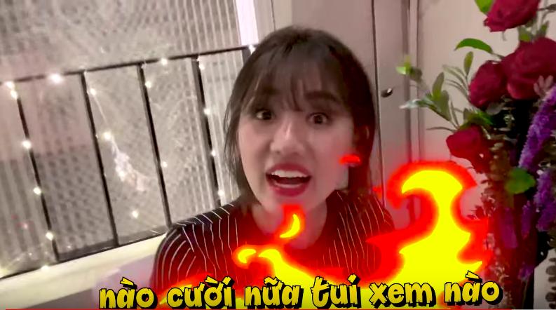 Trấn Thành bị Hariwon giận dỗi phạt ngủ ngoài sofa chỉ vì đoán sai tên bài hát để đời của vợ