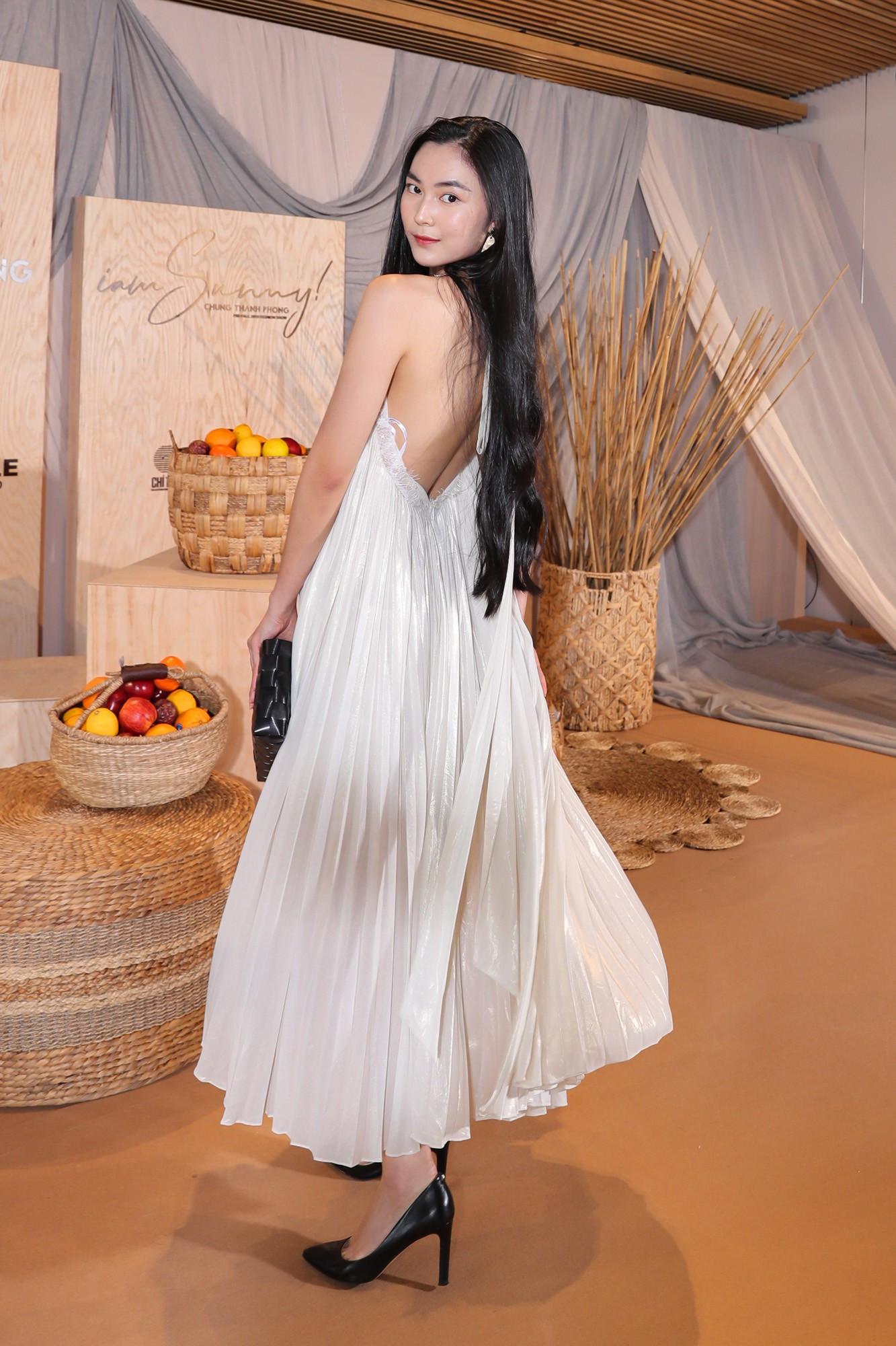 Ngọc Trinh nơm nớp lộ hàng, lọt thỏm giữa dàn người đẹp tóc siêu to khổng lồ như Hari Won, Jolie Nguyễn