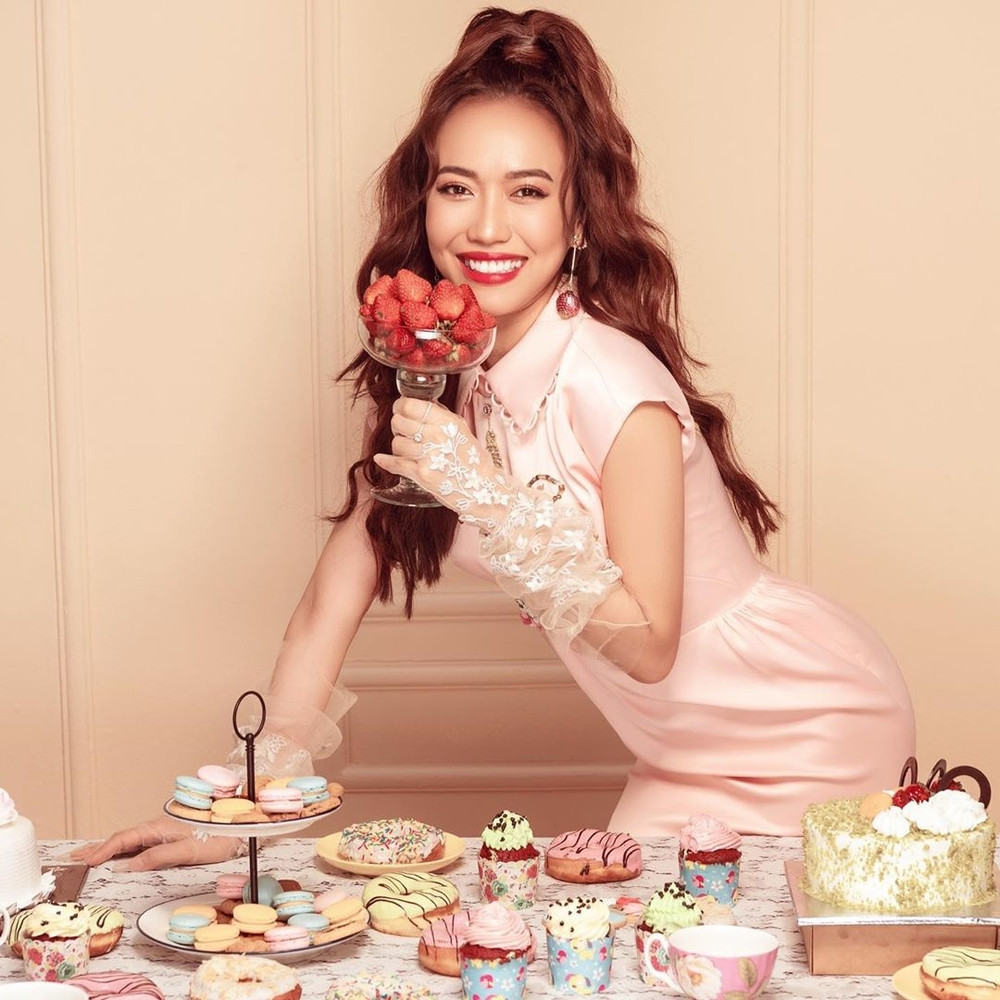 Ngỡ ngàng với dàn mỹ nhân Việt diện sắc hồng sang chảnh, tỏa sáng ngọt ngào khiến fan ngất ngây