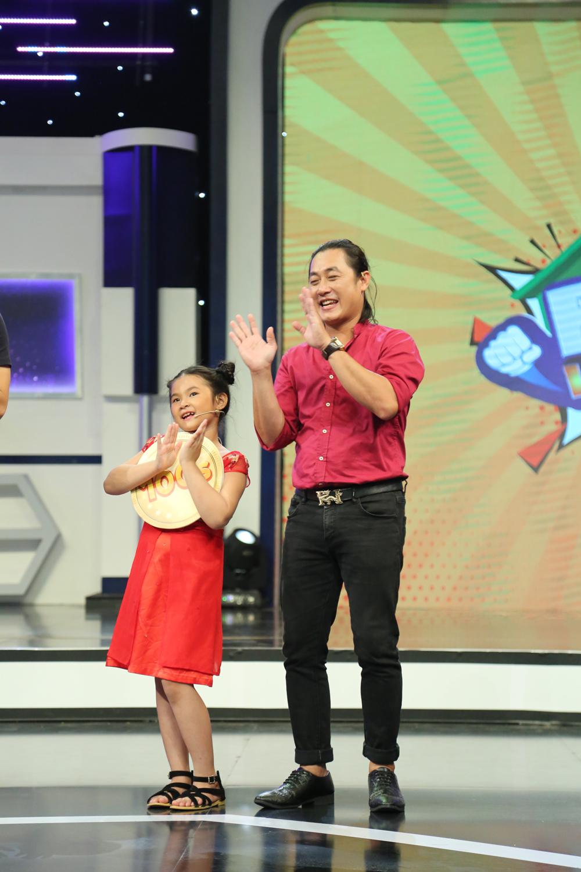 Nguyễn Hải Phong mù tịt về loài ong mà cònchống chế khiến Hari  Won cười bò