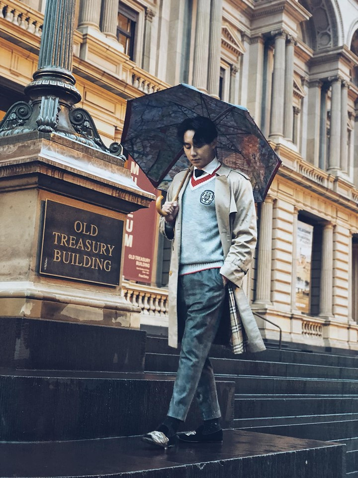 Xuất hiện tại ngày khai trương cửa hàng tiện lợi của riêng mình tại Úc, Rocker Nguyễn khoe thần thái soái ca ngút trời