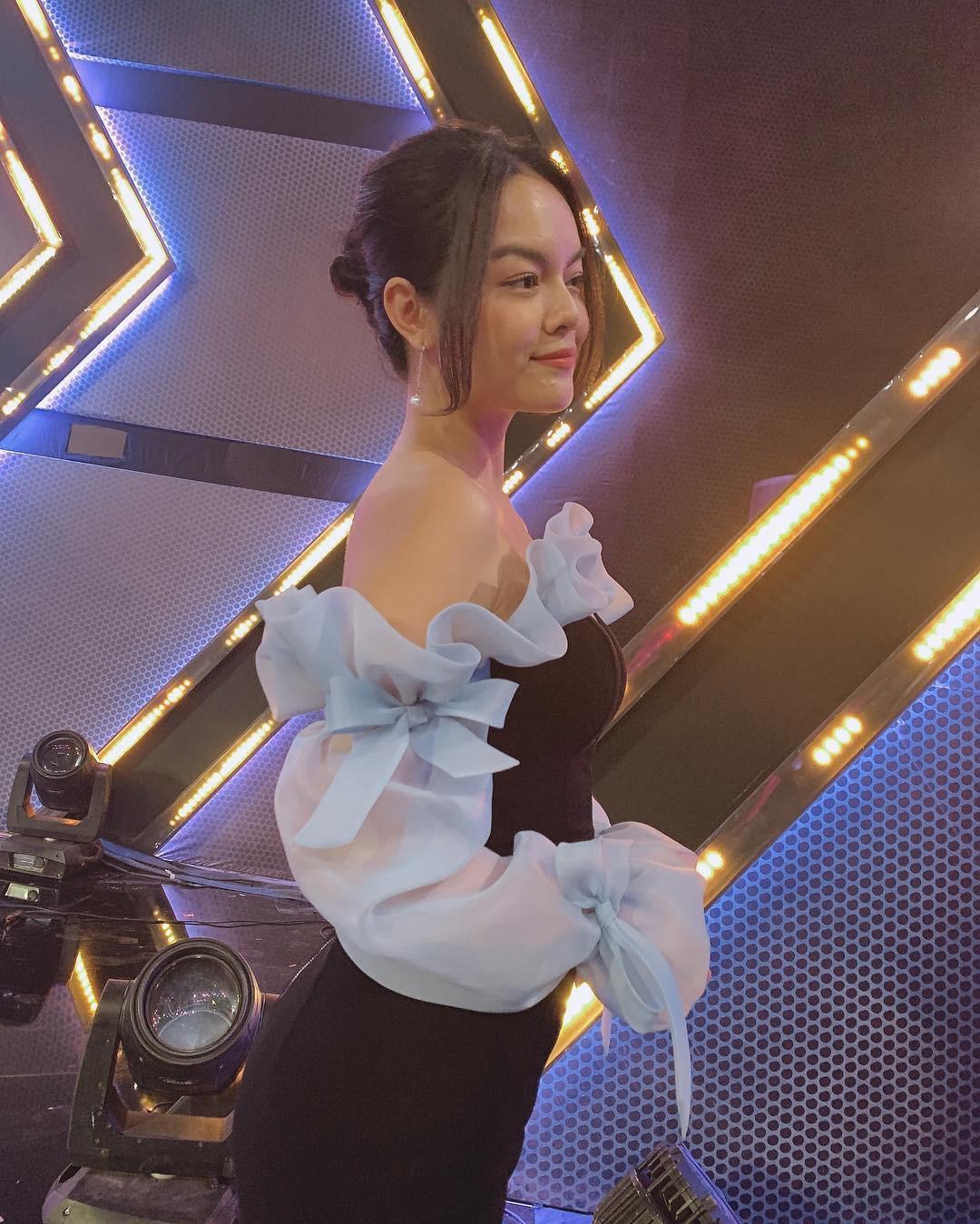 Ai đó kiêng dè váy kén dáng chứ Phạm Quỳnh Anh chẳng ngán diện, gây sốt vì quá xinh đẹp