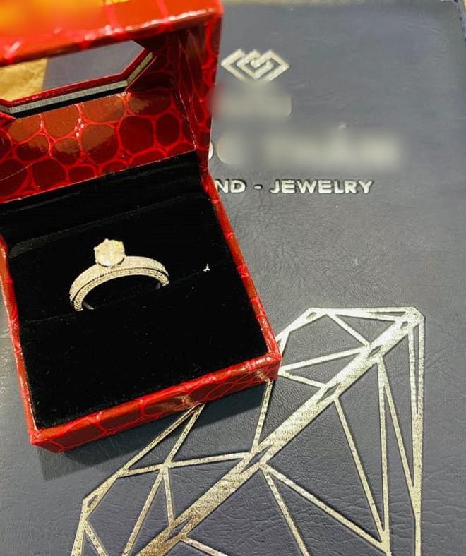 Hải Băng được chồng yêu chiều nhất mực hậu sinh con thứ 3: Mạnh tay tặng nhẫn kim cương, chi 100 triệu mỗi tháng sắm hàng hiệu xa xỉ cho vợ