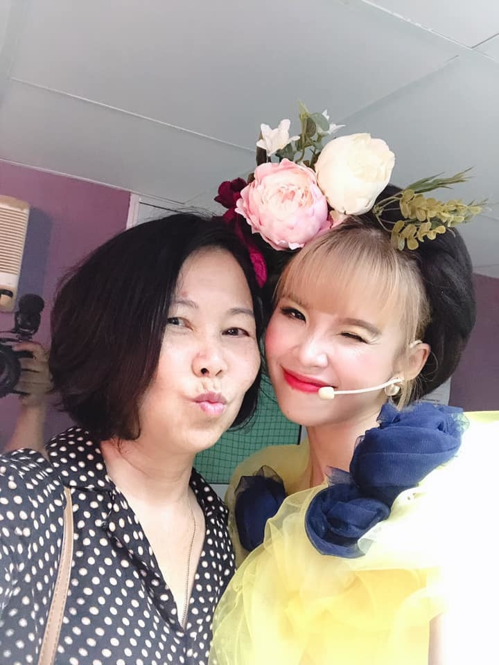 Kelvin Khánh hào hứng khoe nhan sắc khi lần đầu giả gái nhưng CĐM chỉ chú ý thái độ đáng yêu của mẹ Khởi My dành cho con rể