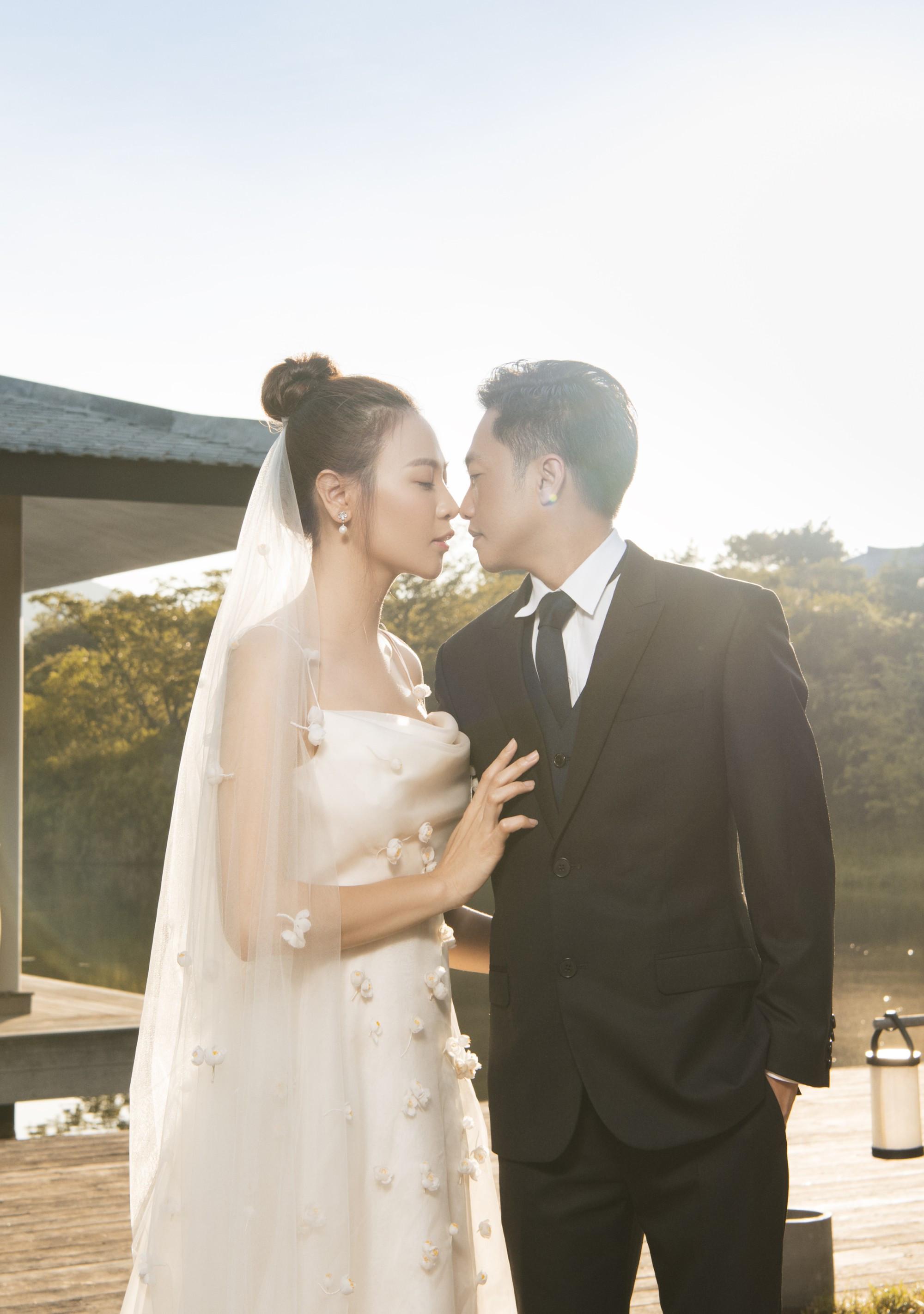 Bộ ảnh cưới Đàm Thu Trang và Cường Đô La trước ngày trọng đại quá ngọt ngào nhưng CĐM chú ý sự xuất hiện đặc biệt của Subeo