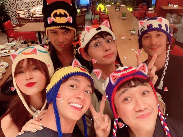 Các thành viên Running Man đã cùng nhau tụ họp sau 1 tuần phát sóng tập cuối nhưng gây sốc nhất là gương mặt khác lạ của BB Trần