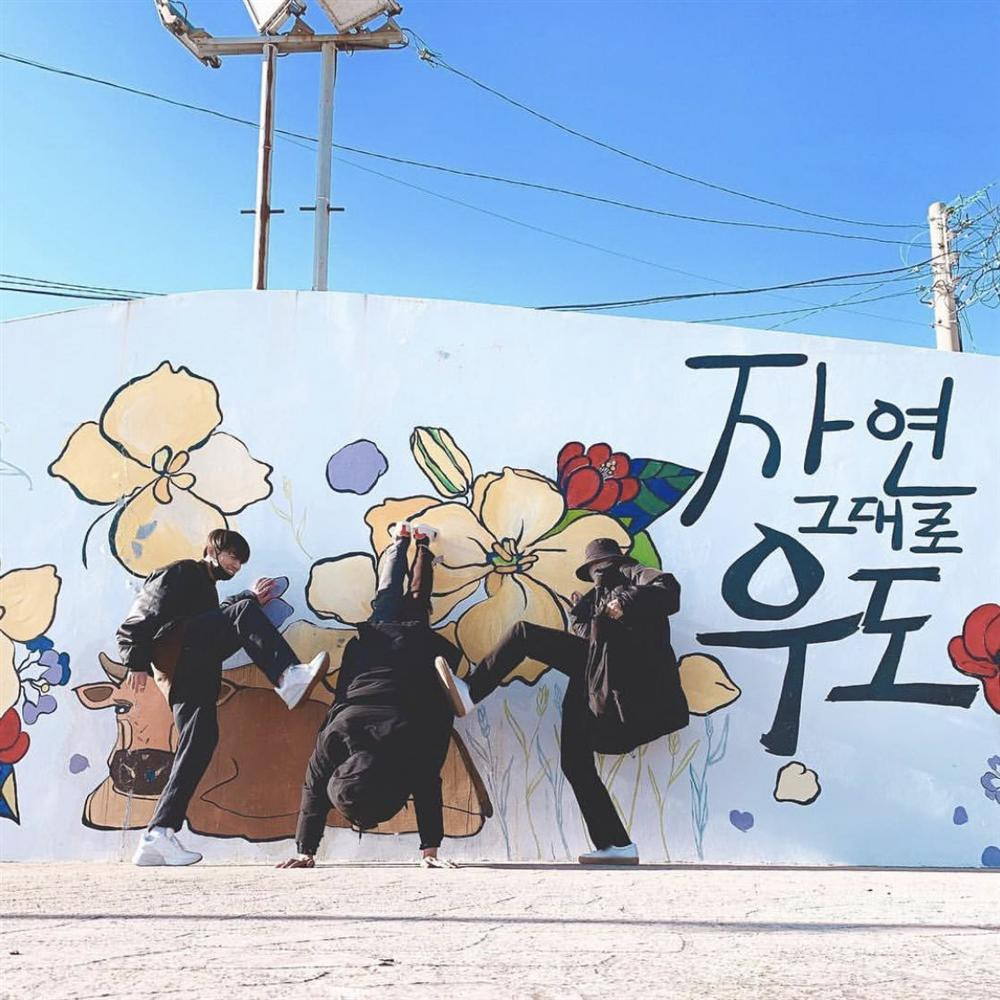 Ngắm nhan sắc thuộc hàng cực phẩm như idol Kpop của hội anh chị em ruột nhóm BTS