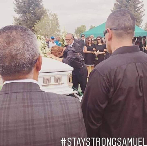 Tang lễ bố doanh nhân bị sát hại dã man của Samuel: Xót xa nam idol gục khóc trước quan tài, hàng trăm người đến đưa tiễn