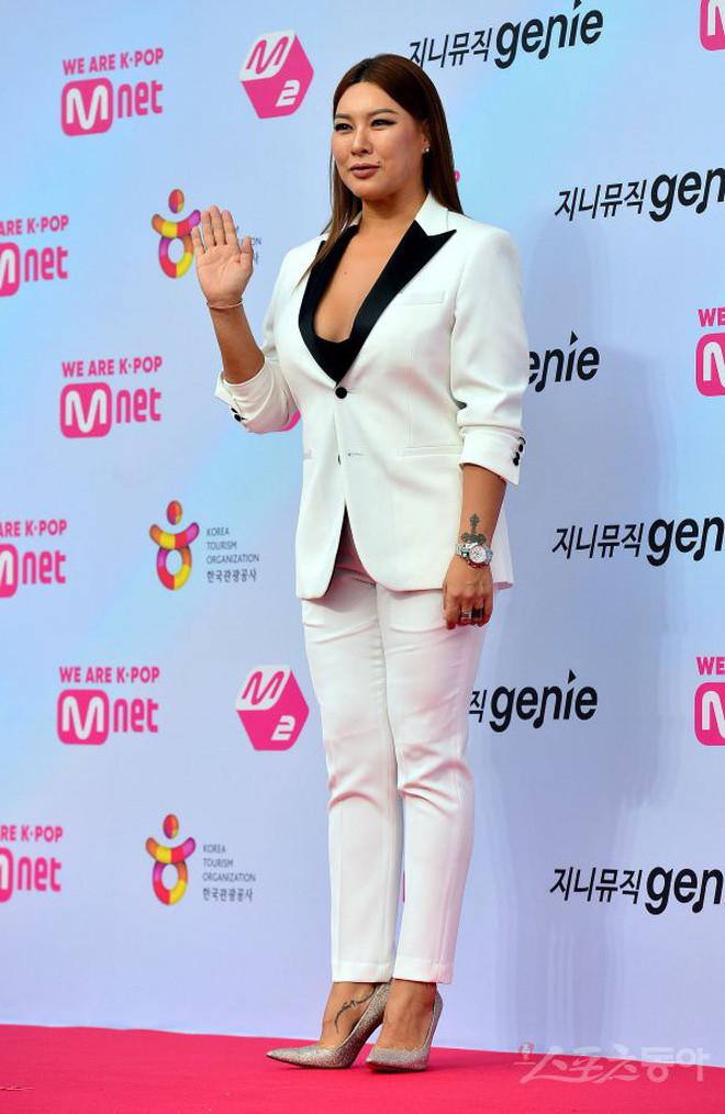 Siêu thảm đỏ hội tụ quân đoàn idol, diễn viên siêu khủng: Goo Hye Sun lạc quẻ, TWICE đọ tầm gợi cảm với MAMAMOO