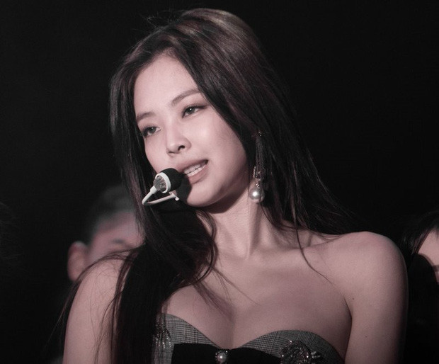 Jennie (BLACKPINK) khiến khán giả hoang mang khi làm 1 hành động ngầm thừa nhận... ghét YG?