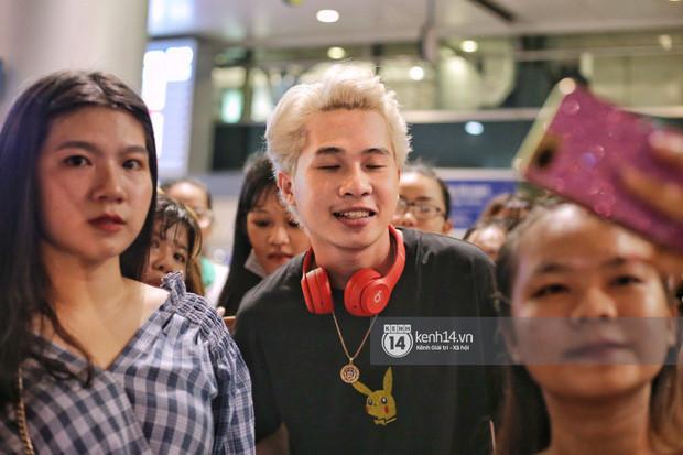 Giữa liên hoàn phốt, Jack cùng K-ICM rời Việt Nam sang Hàn công tác, choáng khung cảnh fan vây kín sân bay tiễn idol