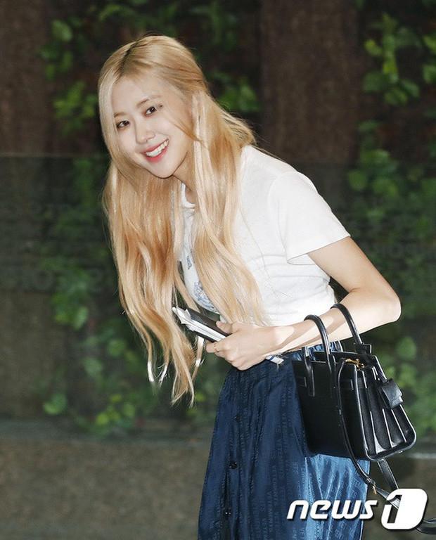 BLACKPINK, TWICE, Momoland đụng độ ở sân bay: Bên đẳng cấp bên xuề xòa, nữ idol xấu nhất lịch sử Kpop gây bất ngờ