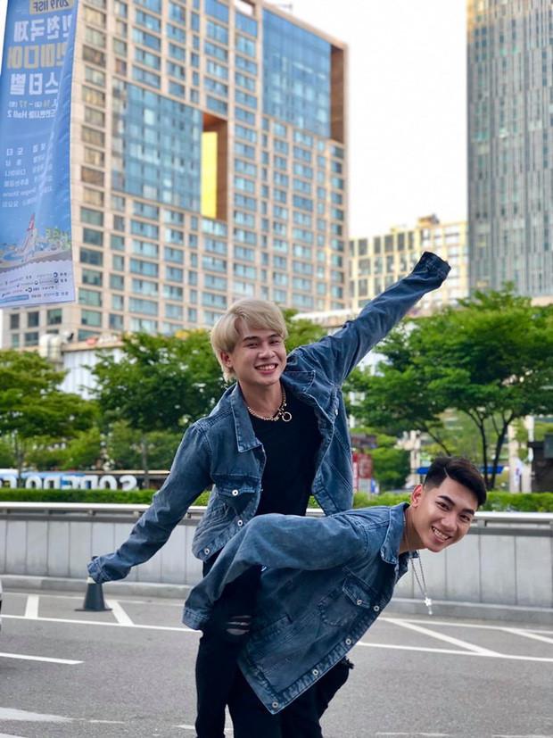 K-ICM và Jack tiếp tục khoe loạt ảnh diện đồ đôi tạo dáng siêu nhí nhố tại Hàn Quốc
