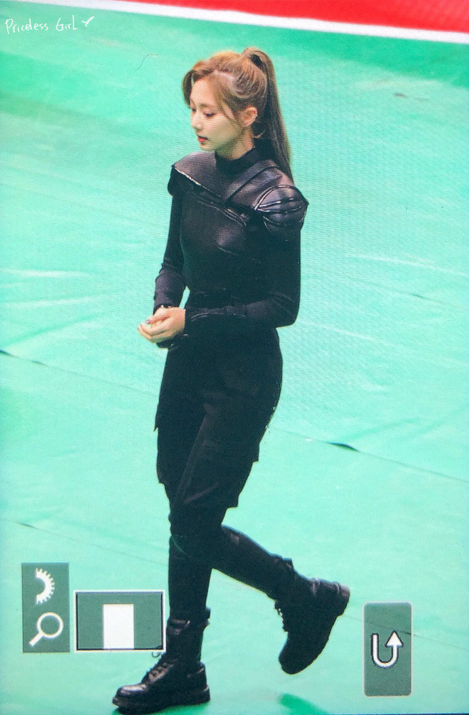 Ngắm Tzuyu với trang phục như chiến binh Hunger Games rồi mới thấy mọi bộ bánh bèo trước đây đều vô nghĩa