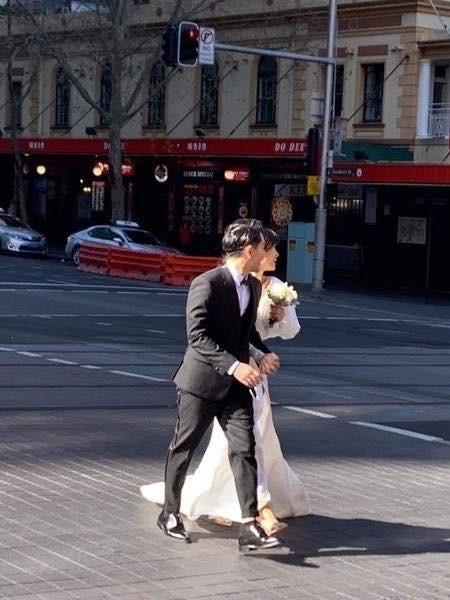 Khoe chiếc bánh pizza siêu to khổng lồ, Ông Cao Thắng bị trêu ghẹo: Chân dung nhân vật đã cầu hôn Đông Nhi mà đi ăn pizza với Mai Hồng Ngọc