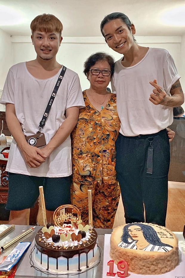 BB Trần diện đồ đôi với người yêu, không ngại thể hiện tình cảm ngọt ngào trước những người thân trong gia đình
