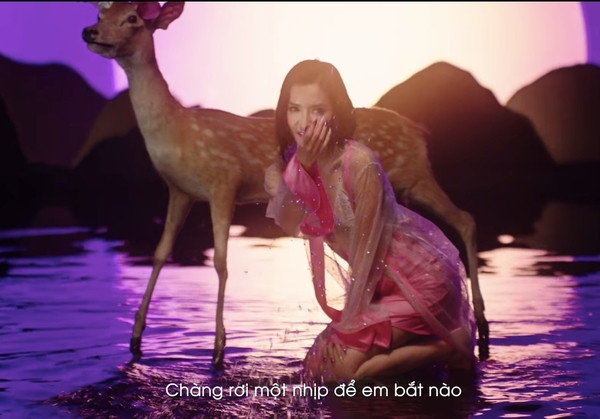 Bích Phương trên đường đua Vpop với teaser ca khúc Đi đu đưa đi, bất ngờ khoe trọn vòng 1 khiến CĐM trầm trồ