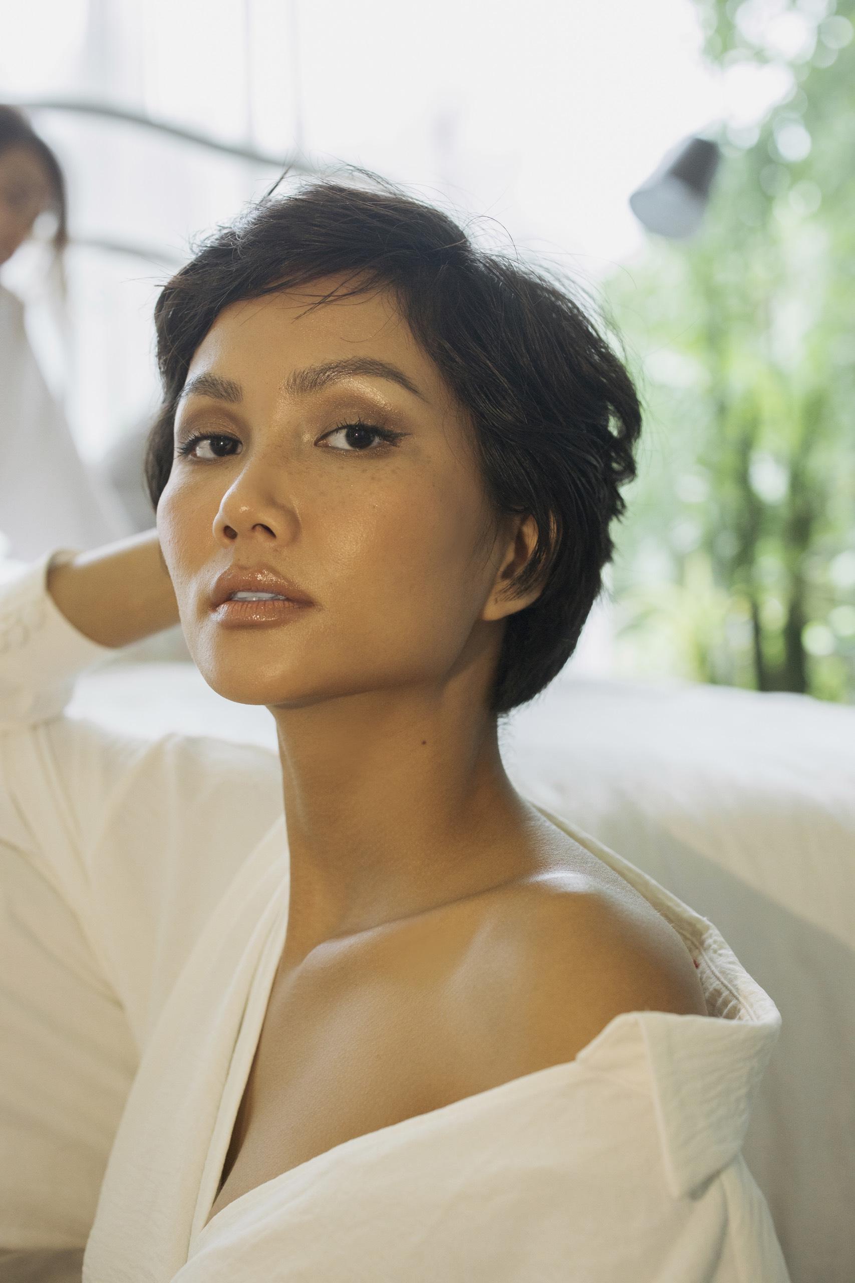 Hoa hậu H'Hen Niê và Á hậu Lệ Hằng tung bộ ảnh mặt mộc mừng về nhất tập 8 Cuộc Đua Kỳ Thú 2019