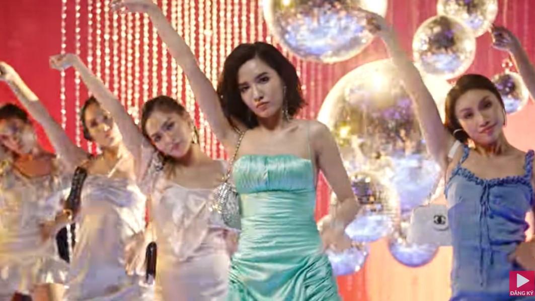 Nghi vấn Đi đu đưa đi của Bích Phương bị CĐM tố na ná với bản hit One kiss của Dua Lipa