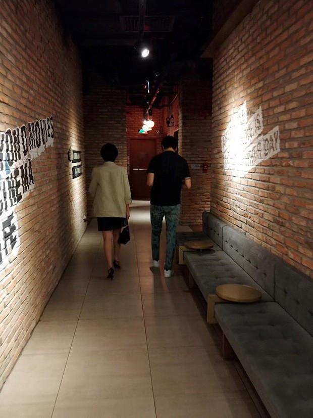 Tim và Đàm Phương Linh tiếp tục lộ ảnh hẹn hò nhưng cử chỉ thân mật mới gây chú ý